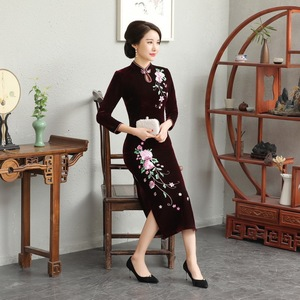 Image 3 - And Thickened Long Nine Sleeve Cheongsam Dress Improved Retro Mother Velvet Cheongsam Embroidery Autumn And Winter 2020