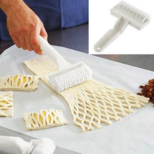 Baking Plastic Rolling Broaches Pie Pizza Knife Pastry Embossing Dough Rolling Process Home Kitchen Baking Tools(China)
