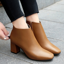 Woman Chelsea Boots Luxury Designers Black Autumn Winter Ankle Fashion With Good Leather Femme