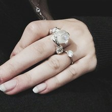 New Fashion Personality Hand Holding Moonstone Shape Rings For Women Wedding Engagement Rings Christmas Gift(China)