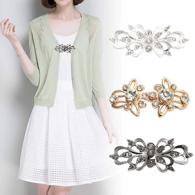 Um par de moda feminina meninas do vintage brilhante cristal pino broche capa capa capa fecho fixadores blusa camisa lapela colarinho cardigan clipe