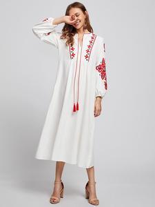 Image 2 - Ethnische Stil Muslimischen Frauen Langarm Maxi Kleid Stickerei Arab Abaya Cocktail Kordelzug Vintage Kleid Ukrainischen Vyshyvanka