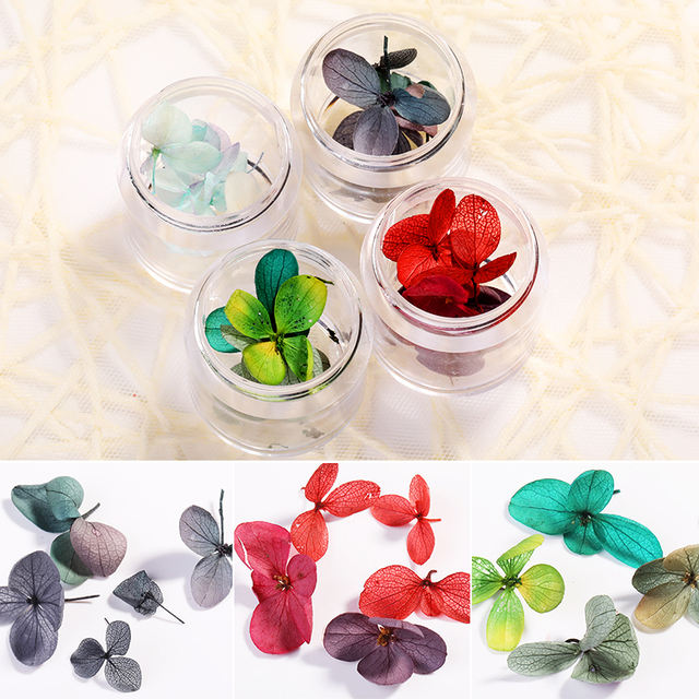 1 Box Dried Flowers Nail Art Decorations Natural Dried Flowers Red Green Mixed Colors 3D Nails DIY Beauty Design Decorations