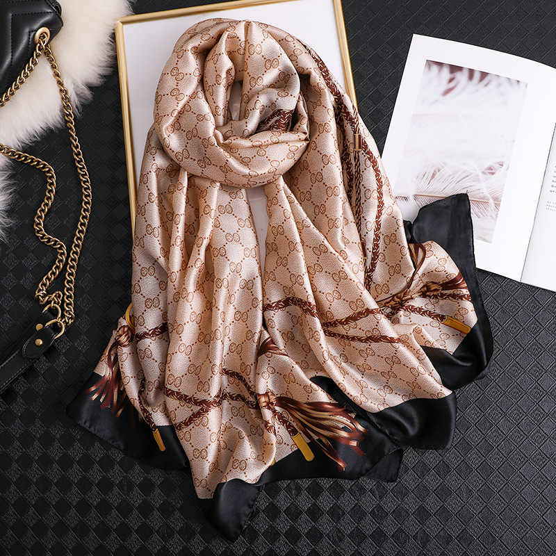 2020 di Marca di lusso Nuove Donne di Estate Sciarpa di Seta Spiaggia Hijab Scialli e Impacchi Femminile Foulard Echarpe Designer Bandana Spedizione gratuita