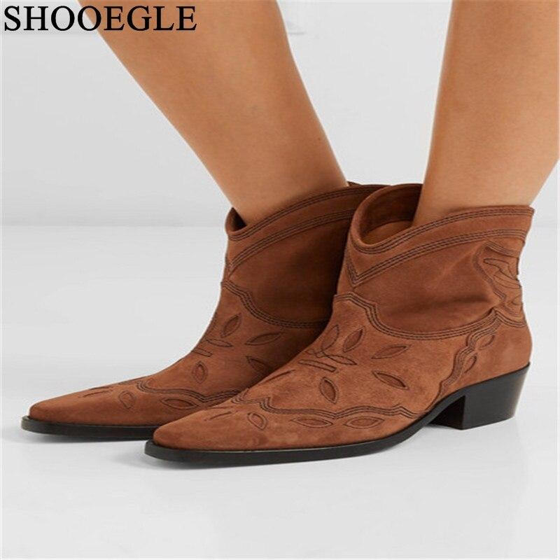 Las nuevas botas de vaquero Vintage para mujer de cuero de gamuza bordadas botas de tobillo marrón tacones bajos deslizantes en barcos occidentales Sapato femenino