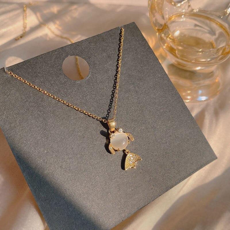 Zircon fishtail necklace female Korean temperament clavicle chain net red titanium steel necklace goldfish tide pendant