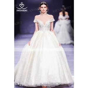 Image 4 - Милая принцесса бальное платье свадебное платье 2020 Swanskirt с открытыми плечами бисер длинный шлейф Свадебная Иллюзия Vestido de noiva F305