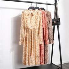 цены на New Autumn Korean Pleated Floral Dress Women Party Elastic Waist Ruffles Long Sleeve Bow Tie Neck Mid-calf Chiffon Dress Lining в интернет-магазинах