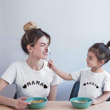 Moda rodzina pasujące ubrania mama i ja T Shirt matka i córka ubrania rodzinne dla mamy i córki mama T-shirt z nadrukiem matka i ja sukienka tanie i dobre opinie Gourd doll Koszulki Na co dzień Krótki Pasuje prawda na wymiar weź swój normalny rozmiar Bawełna organiczna Drukuj