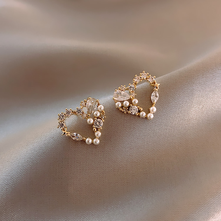 Love Pearl Stud Earrings Simple Cold Wind Net Red Temperament Female Earrings 2020 New Tide Personality elegant Trend Earrings