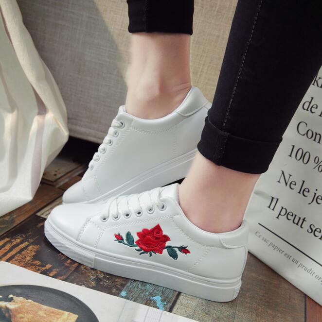 Women Shoes Fashion White Sneakers Vulcanize Shoes Female Spring Autumn Embroidered Flower Decoration Shoes Zapatos De Mujer
