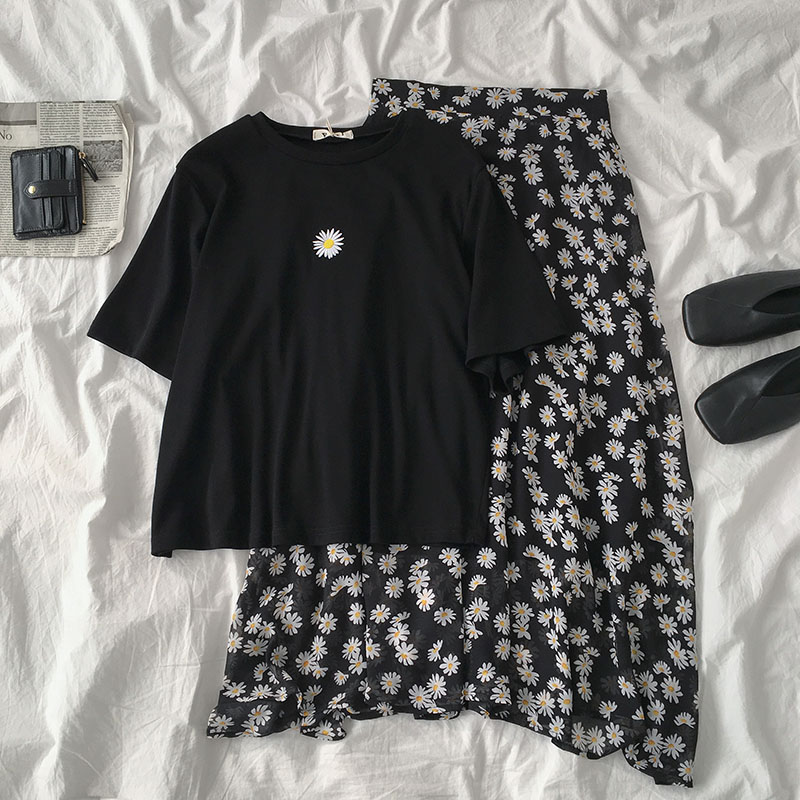 Two-piece Suit 2020 Female Daisy Embroidered Short-sleeved Black Casual T-shirt + High Waist Floral Maxi Skirt Matching Set