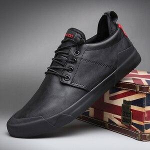 Image 4 - Zapatos mocasín informales de moda para hombre, zapatillas de deporte masculinas de diseño británico, transpirables con banda elástica, de cuero sintético plano