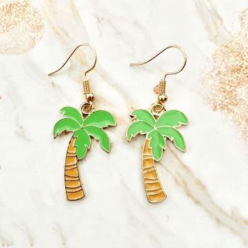Verde fresco Coco árbol pendientes oro aleación de Zinc verano playa encantos cuelgan palma de coco mujeres aro auricular moda Accesorios