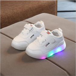 Nowe buty dla dzieci buty ze światłem dla dzieci chłopcy dziewczęta buty z lampkami LED dla dzieci podświetlane buty sportowe świecące tenisówki chłopcy dziewczęta Ligthed S w Trampki od Matka i dzieci na