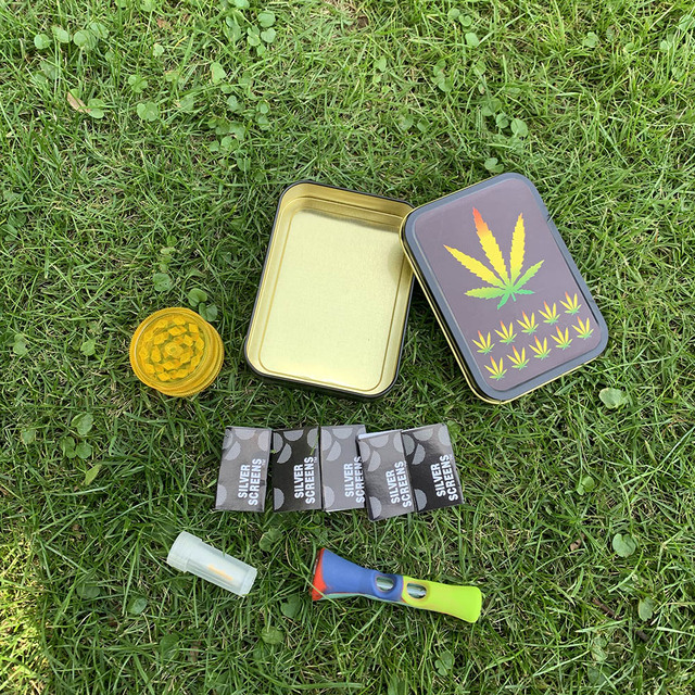 Smoking Set 1x Metal Tobacco Box+1x Silicone Tobacco Pipe+1x Plastic Herb Grinder+5 Booklet Metal Filters+1x Glass Mouth Tips 3