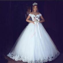 Vestido de noiva branco marfim 2019, barato com manga curta e ombro de fora, zj9143, para baile de casamento, 2020