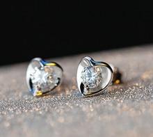 Женские серьги гвоздики серебряного цвета с цирконом