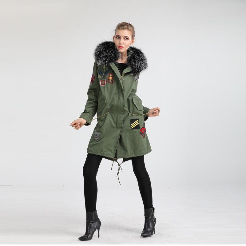 Chine fabricant 2019 fabriqué à la main patch col de fourrure de raton laveur sur belle cape longue veste