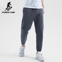 Pantalones cómodos informales Pioneer Camp para hombre, Pantalones rectos de algodón, pantalones a la moda de corte Regular en negro sólido/caqui para hombre AXX901196