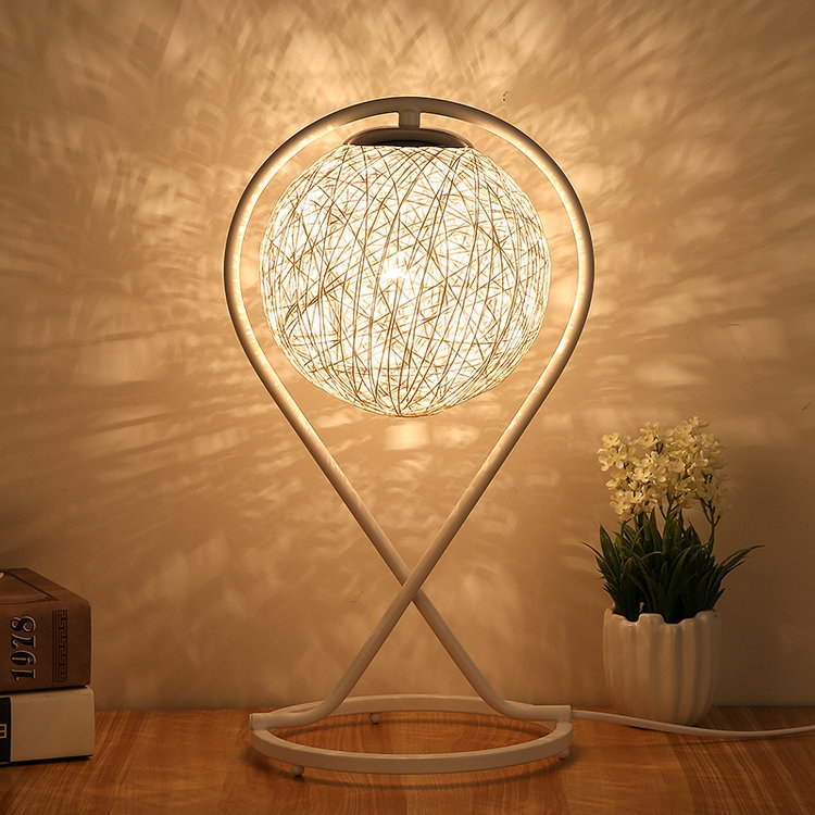 Table Lamp Bedroom Bedside Lamp Creative Romantic Simple Pastoral Art Modern Feeding Gift Solid Wood Rattan Table Lights