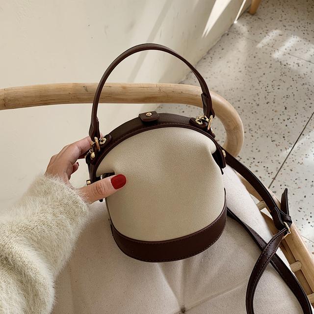 Autumn/winter French minority bag foreign style female bag 2020 new fashion Korean version versatile cross-body bag fashion hand