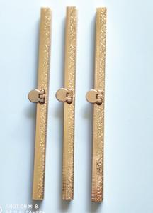 Image 4 - FAI DA TE zigrinatura donne del modello in metallo della borsa di cornice in argento e bronzo di colore della ragazza sacchetto della moneta della chiusura della banda verticale a forma di barra 5pcs