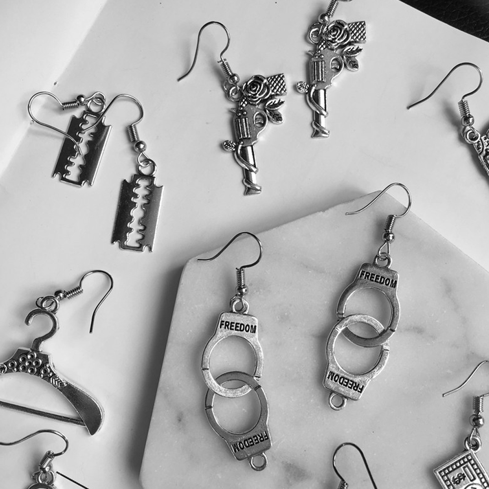 Punk Cheap Silver Handcuffs Blade Gun Drop Earrings Creativity Jewelry Accessories Women Simple Fashion Cool Wholesale Pistols
