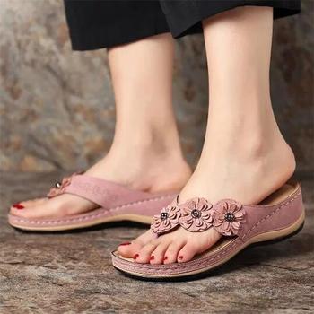 Damskie sandały z wzorem w kwiaty 2020 letnie kapcie na platformie buty damskie w stylu Vintage klapki damskie damskie sandały damskie Lady Casual slajdy tanie i dobre opinie E CN Med (3 cm-5 cm) 3-5 cm Pasuje prawda na wymiar weź swój normalny rozmiar 101400 FLIP FLOPS Płytkie Kwiatowy Lato