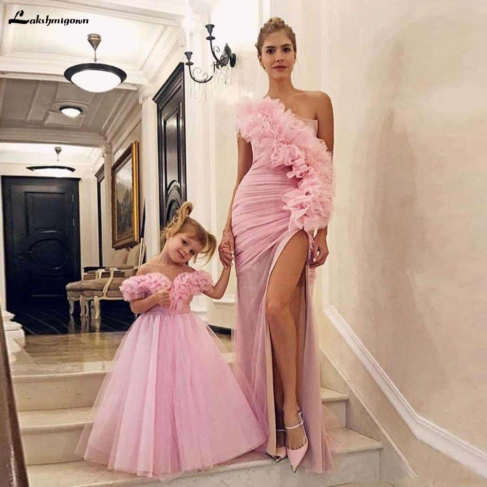 Modest Pink One Shoulder Mother And Daughter Prom Dresses Sexy Side Split Pleat Formal Evening Party Gowns Ruffles Tulle Custom