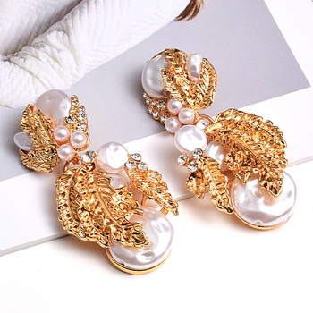 Pearl Flower-Shaped Crystal Studded Gold Earrings 4