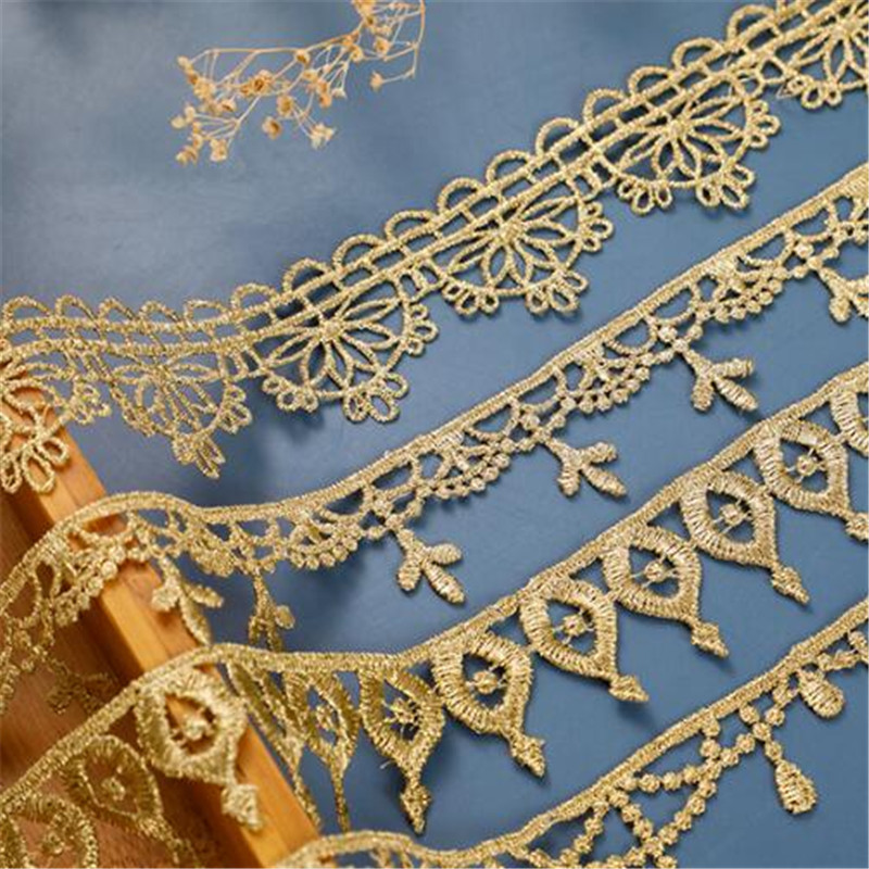 1m Diamante//Rhinestone Crystal 4 row Chain Trim Lace Gold Base China A Quality