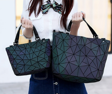 حقيبة مضيئة من Maelove موضة 2020 للسيدات حقيبة حمل ماسية هندسية حقيبة قابلة للطي حقائب يد فاخرة مصممة للسيدات
