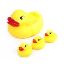 Детские игрушки для ванной плавающая вода пищащая желтая утка