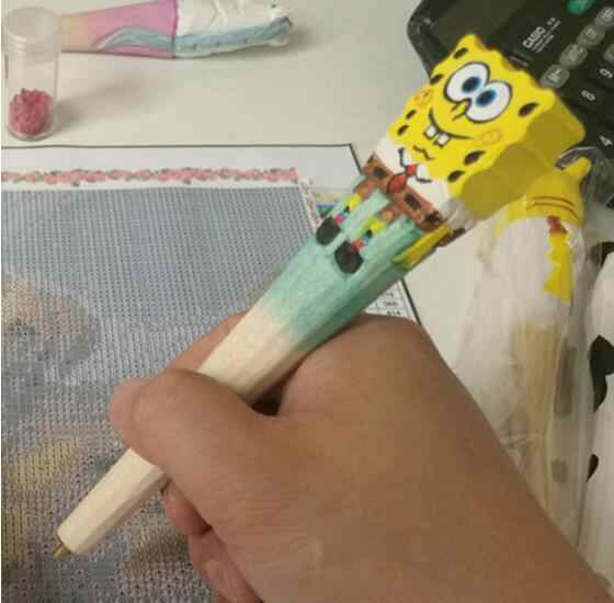 เจาะปากกาสำหรับภาพวาดเพชรอุปกรณ์เสริมเพชรโมเสคขายเพชรเย็บปักถักร้อย 100% มือไม้แกะสลักปากกาคริสต์มาสของขวัญ