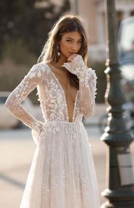 Image 2 - Платье свадебное кружевное с длинным рукавом, V образным вырезом и шлейфом