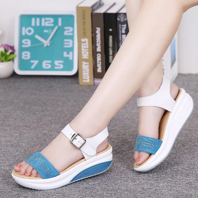 נשים דירות פלטפורמת סנדלי נעלי עור אמיתי גבירותיי רסיס סניקרס נעל 2018 קיץ אופנה פלטפורמה גבוהה העקב הנעלה
