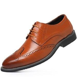 Image 4 - SZSGCN428 2019 novos homens oxford couro genuíno vestido sapatos brogue rendas até apartamentos masculinos sapatos casuais preto marrom tamanho 38 48