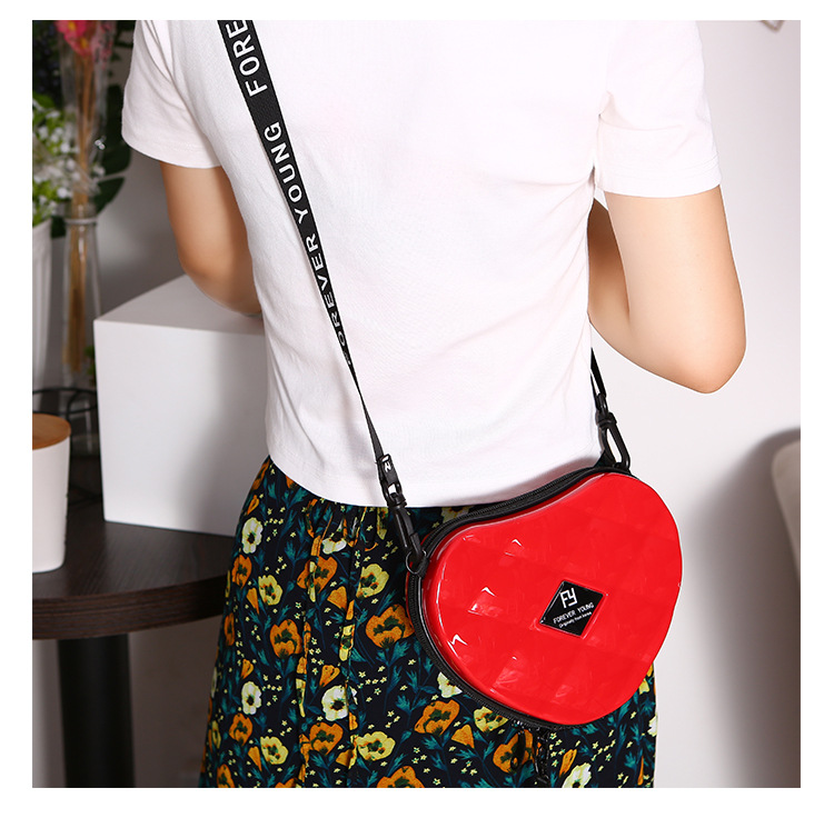 Hbe5d274291914ebf85e4372f114ab808V - Fashion Luxury HandBags Heart Shaped PVC Mini Shoulder Bag for Woman Fashion Designer Personality Small Box Women Purses