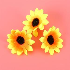 Image 2 - 100 個リアルな人工プラスチックヒマワリヘッドホームパーティーの装飾の小道具 (黄色)