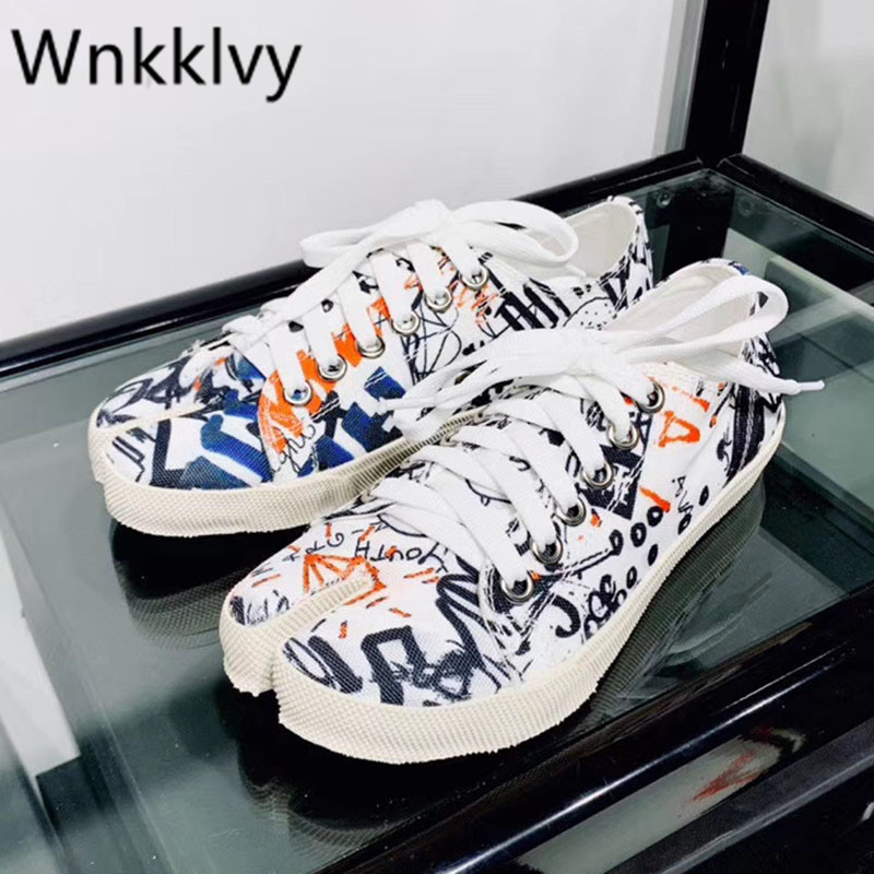 Spring Summer Split toe causal Shoes Woman Graffiti pattern lace up shallow canvas pig trotter horseshoe flat shoes plus size