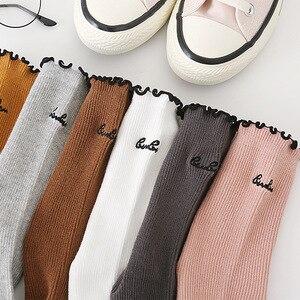 Image 3 - אופנה מכתב נשים גרבי 2019 סתיו חדש נוחות אלסטי פראי הסטודנטיאלי סגנון ראפלס קצר דאודורנט אנטיבקטריאלי Scoks נשים