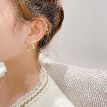 European And American Fashionable Metallic Sense Earring Female Contort Ear Stud Korea Delicate Individual Character Earring image