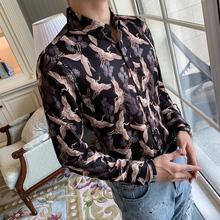 Koszula jesień długi mężczyźni koszula ze złotym nadrukiem mężczyźni koszulka Homme Manche Longue mężczyźni Streetwear koszule na co dzień strój Camisas Para Hombre tanie tanio Poliester spandex Pełna Skręcić w dół kołnierz Pojedyncze piersi REGULAR L2364 Suknem Drukuj ropa hombre casual camisa social masculina