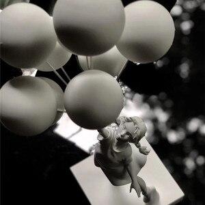 Image 2 - 고급스러운 풍선 소녀 동상 Banksy 비행 풍선 소녀 예술 조각 수 지 공예 홈 장식 크리스마스 선물 57cm