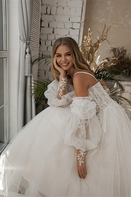 A-line Beach Wedding Dress Long Puff Sleeve Lace Bridal Gown Feathers Custom Made Princess Wedding Party Gowns Boho Plus Size 6