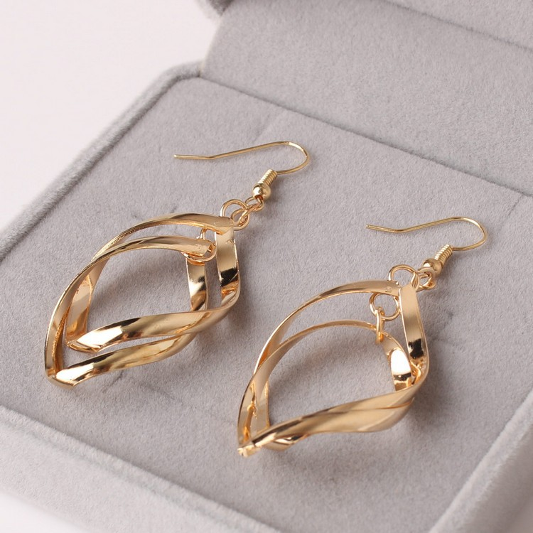 Japan and South Korea Fashion Explosion Style Temperament Fresh Joker Twisted Double Layer Earrings Wholesale 3
