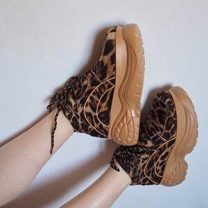 Image 2 - Женские кроссовки на платформе с леопардовым принтом, сезон весна осень, модная женская повседневная обувь на массивной подошве из лайкры для девочек, спортивная обувь на толстой подошве, 2020