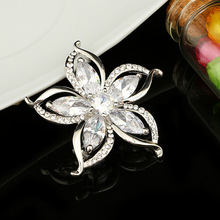 Factory Direct Sale Assorted Gold Color Plated Crystal Rhinestones Flower Fashion Brooch Pins for Women
