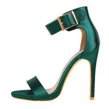 Новейшие модные сандалии с металлическими туфлями на высоком